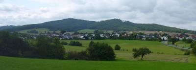 Daubhaus (552m) und Allberg (528m) im äußersten Osten der Bottenhorner Hochflächen
