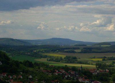 Blick vom 29km südöstlich entfernten Hildburghäuser Stadtberg auf den Dolmar (740m) - Bild aus Wikipedia
