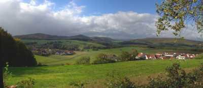 Blick von Marburg-Michelbach auf Hungert (412m), Rimberg (498m), Feiselberg (413m) und Wollenberg (474m)
