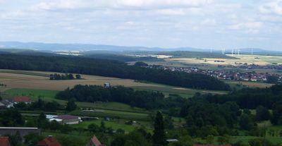 Der Knüll nebst Rimberg (rechts) von Westen - Bild aus Wikipedia
