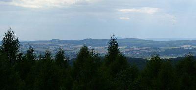 Die südlicheren Lahnberge mit dem Frauenberg (370m) vom Burgholz aus - Bild aus Wikipedia